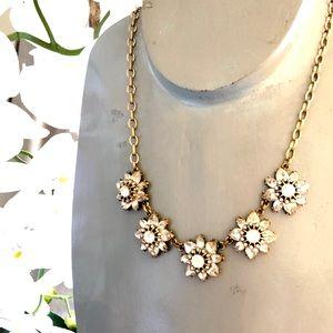 🌼 Stunning rhinestone flower bib necklace NWT 🌼